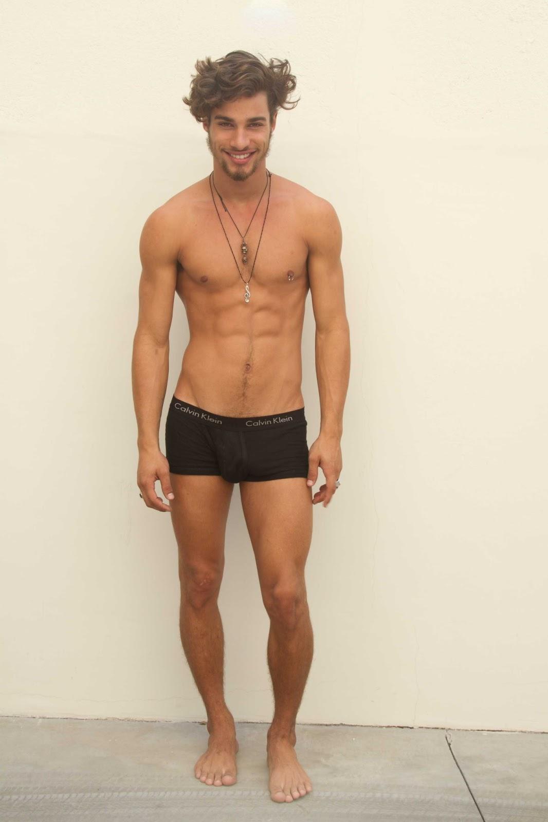 Pablo-Morais-pelado-bunda-de-fora-pentelhos-nu-ator-modelo-internacional-11
