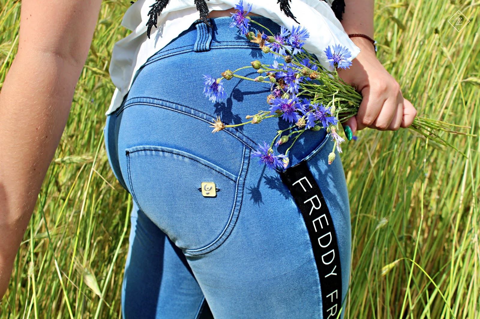 Jedyne takie spodnie modelujące pośladki - WR.UP® Denim - FREDDY Polska