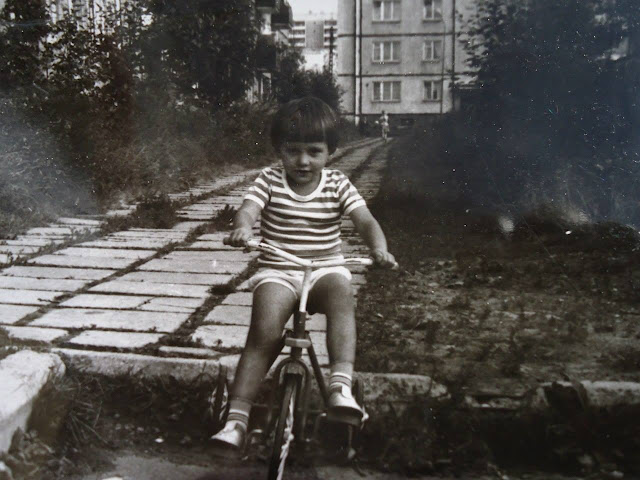 1988 год. Рига. Плявниеки. Во дворе (фото из архива: Евгения Сысуева)