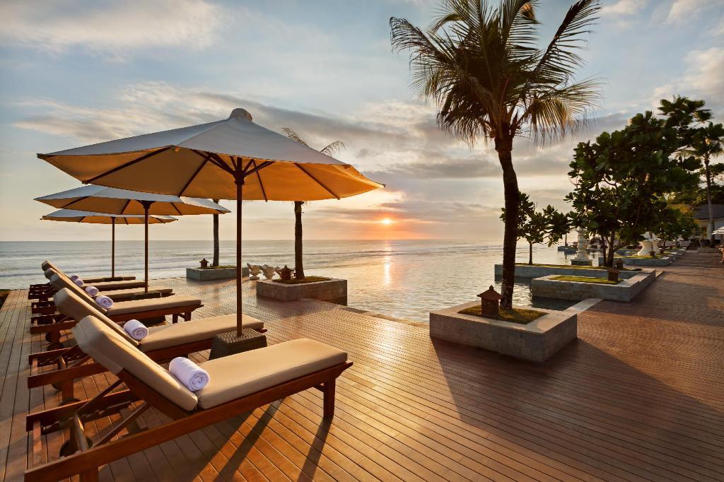 Курорт и пляж Семиньяк на Бали в Индонезии