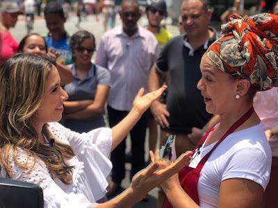 Patricia e Daniele no quadro 'Patricia Tá Na Rua' (Divulgação/SBT)