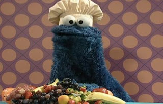 Cookie Monster returns with healthy snack fruits. Sesame Street Happy Healthy Monsters