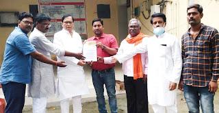 #JaunpurLive : मंडी अधिकारी को व्यापार मण्डल ने सौंपा ज्ञापन