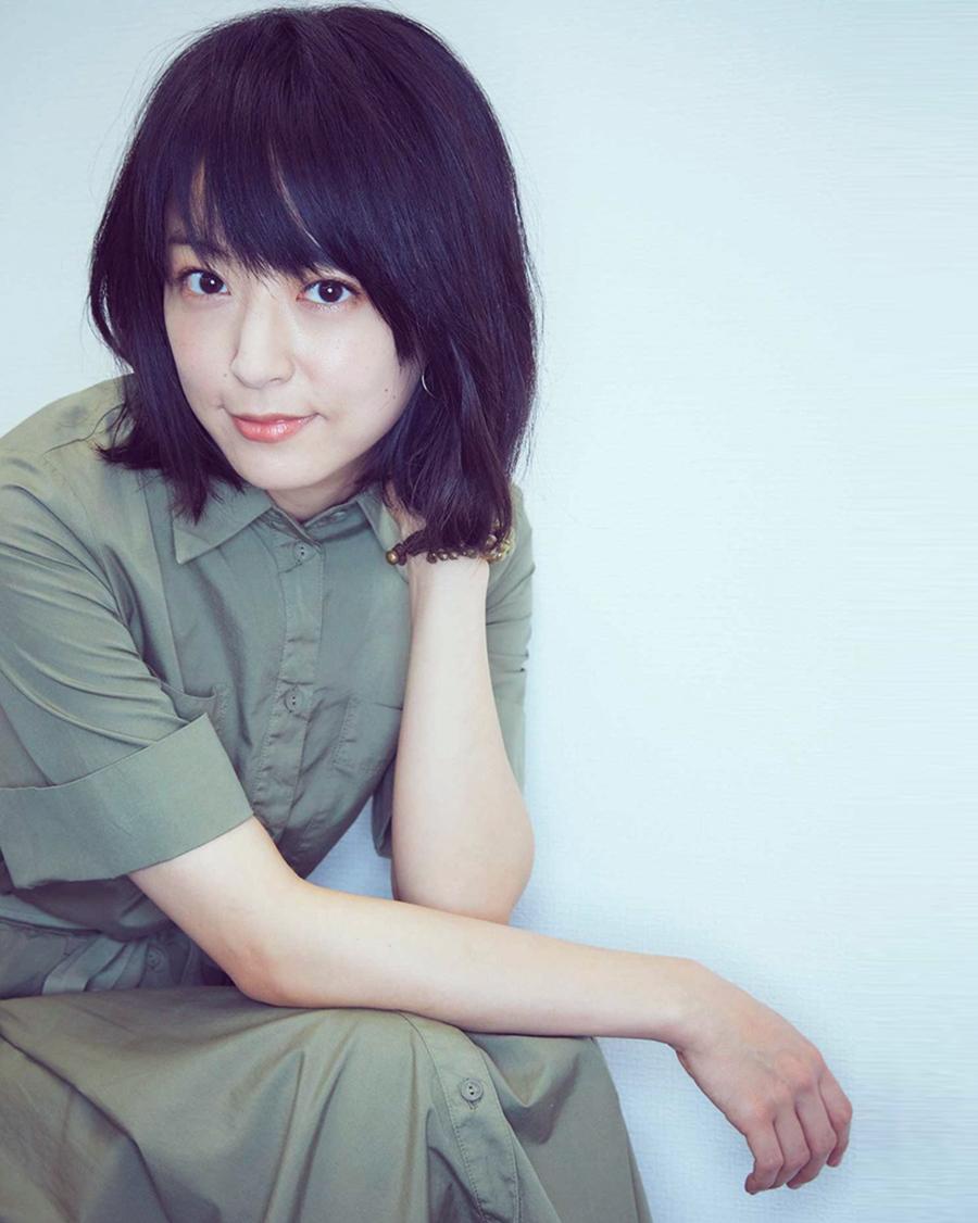 Mao Inoue manis dengan rambut pendek dan seksi