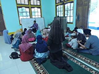 Proses Pengajaran Beriqra di Masjid Sabilal Muhtadin, Desa Kaliau' (2)