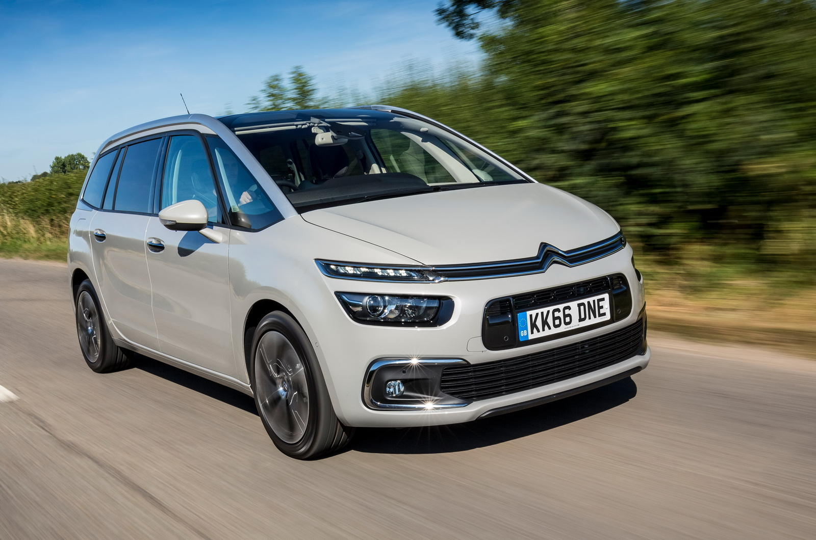 citroen s updated c4 picasso grand c4 picasso launched in the uk 44 pics carscoops. Black Bedroom Furniture Sets. Home Design Ideas