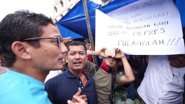 Poster 'Tolak' Sandi di Pasar Pinang, Istri Pedagang: Kami Dibayar Pak untuk Pasang Poster Itu