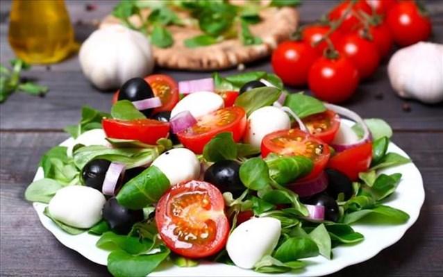 Κορωνοϊός- Μελέτη: Η μεσογειακή διατροφή ασπίδα κατά του ιού