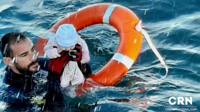 inmigrantes en las aguas de Ceuta