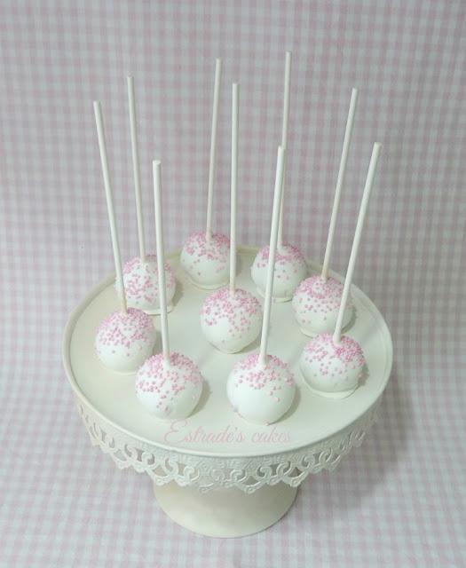 cake pops para Primera Comunión en blanco y rosa 2