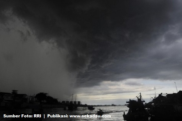 Dibayangi Cuaca Buruk, Waspada Bencana
