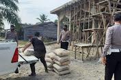 Jum'at Barokah, Satlantas Polres Aceh Singkil Bantu Semen