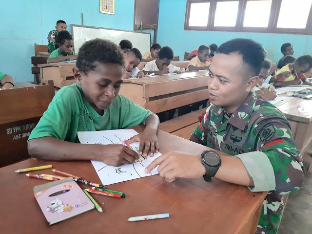 Satgas Pamtas RI-PNG Yonif 411 Kostrad Gelar Lomba Mewarnai di SD Toray Papua