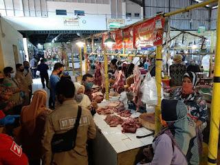 Satgas Pangan Kota Cirebon Sidak  Pasar Test Daging Sapi