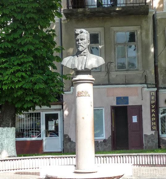 Дрогобыч. Памятник В. С. Стефанику
