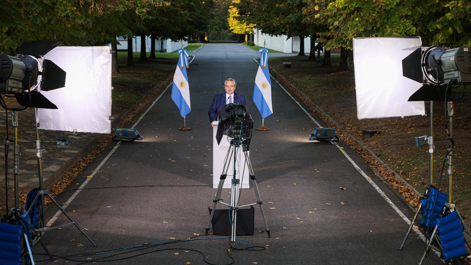 El presidente Alberto Fernández anunció las nuevas medidas para combatir la segunda ola de coronavirus