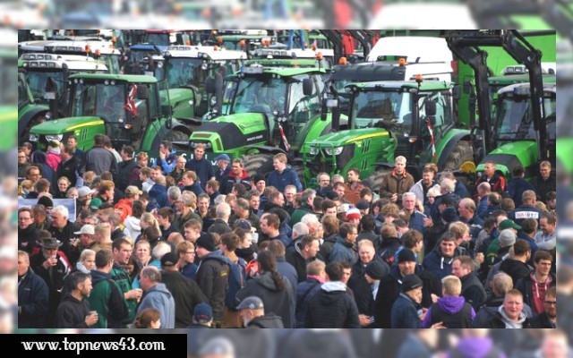 Trecker Demo - Farmers Demonstrate Against New Laws