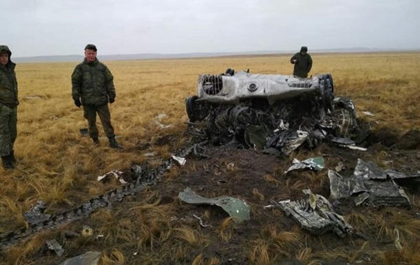 На військових навчаннях дві БМД випали з літака
