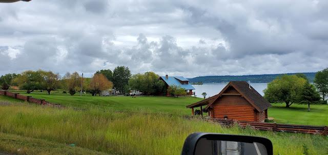 Lac La Hache - Nice home, pretty yard, green grass, and lake