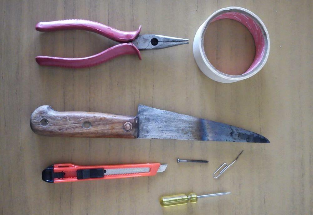 Herramientas: pinza, cutter, cuchillo, destornillador...