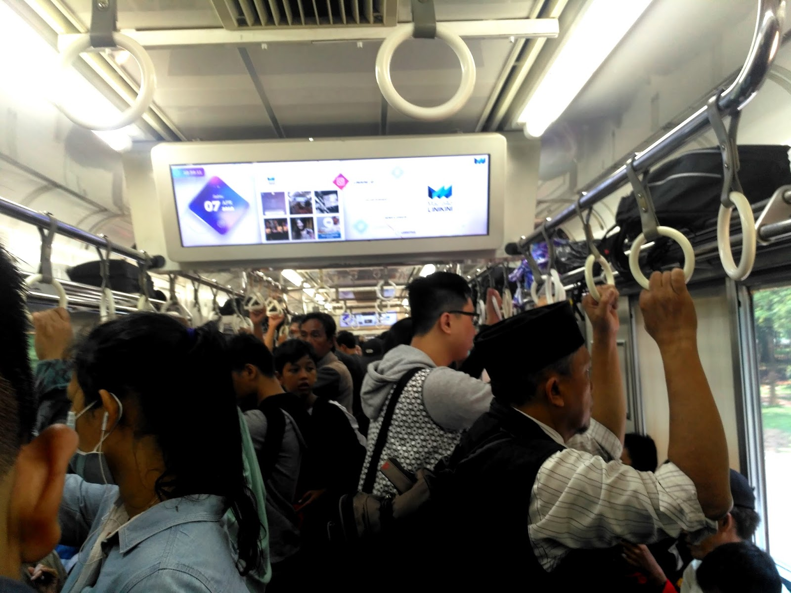 Cara Naik KRL Commuter line