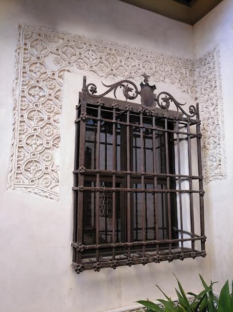 Toledo - Museo Casa del Greco - Detalle de yeserias y forja en una ventana