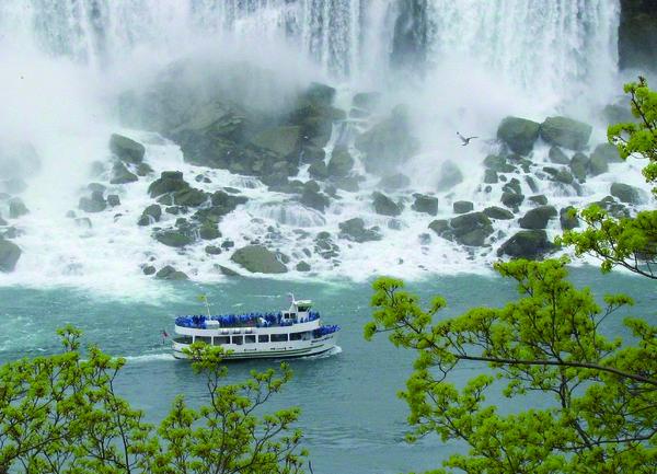 Трагедия с млада варненка загинала на Ниагарския водопад