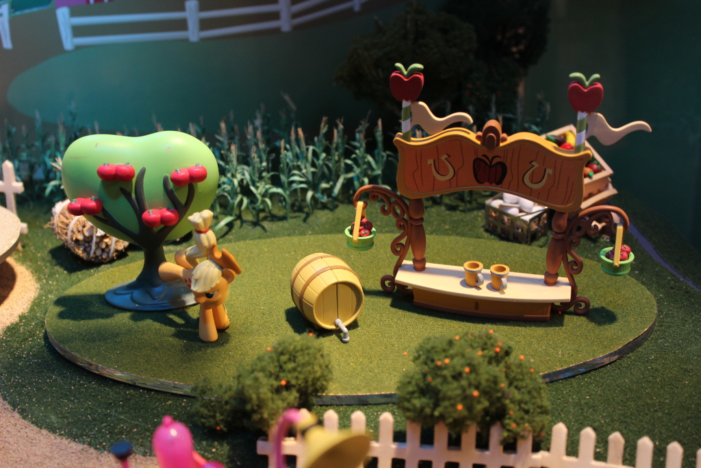 Sweet Apple Cider Stand and Applejack at NY Toy Fair 2015