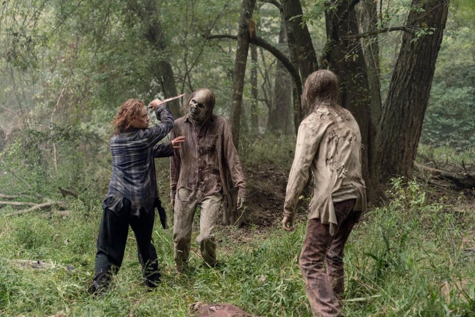 Gamma, en el episodio 10x12 Walk With Us de The Walkig Dead