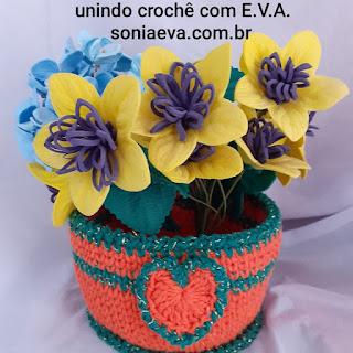 Cachepô de crochê com flores em EVA