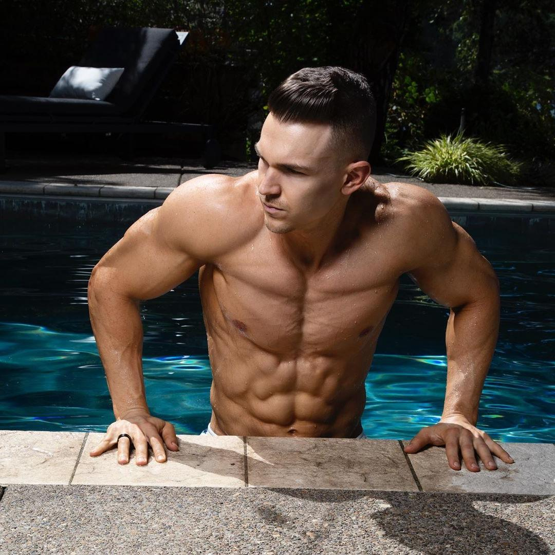 fit-ripped-shirtless-man-pool-sixpack-abs-bro