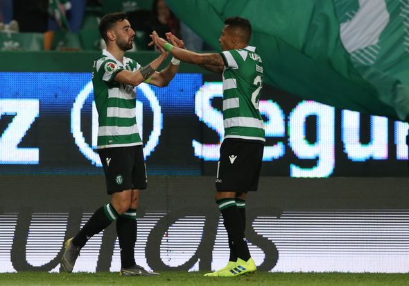 Bruno Fernandes issues message to Raphinha amid Manchester United transfer links