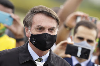 Bolsonaro veta indenização de R$ 50 mil a profissionais de saúde vitimados pela Covid-19