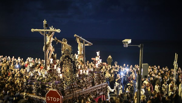 Santísimo Cristo del Perdón subiendo la rampa de la Catedral. Semana Santa Cádiz 2019