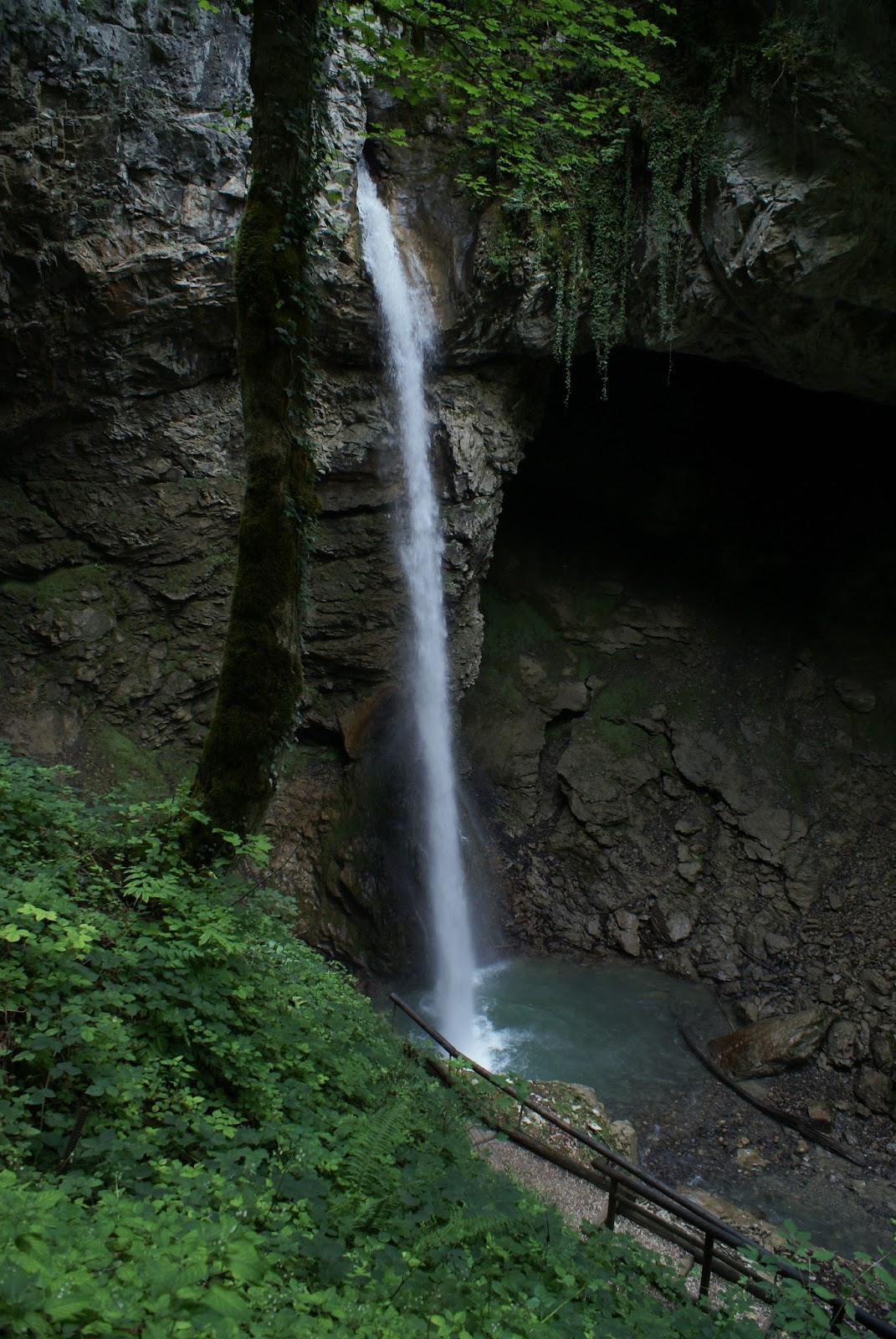 seythenex cascade grotte cave waterfall savoie mont blanc france alpes alps