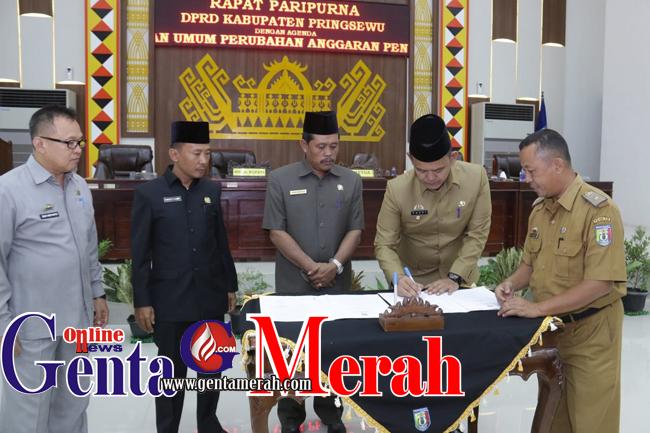 DPRD Bersama Pemkab Pringsewu Sahkan APBD Perubahan 2018