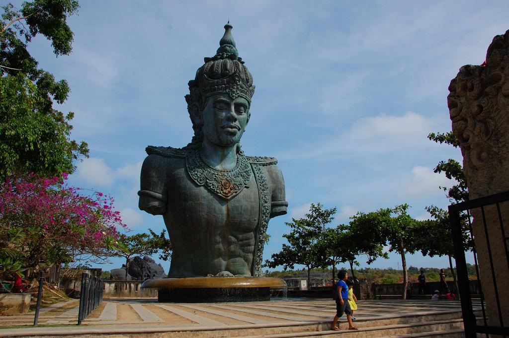 Wisata di Bali Garuda Wisnu Kencana
