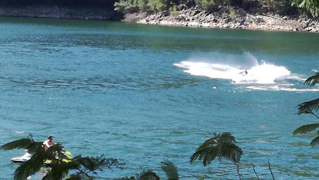 Moto de água na zona da praia fluvial do México