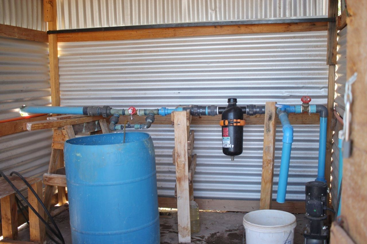 Bombas d'água para irrigar parreiras na Vinícola Santa Romina.