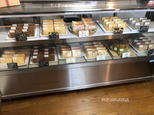 シフォンケーキの棚