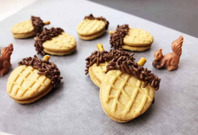 Nutter Butter Acorn Cookies #cookies #desserts