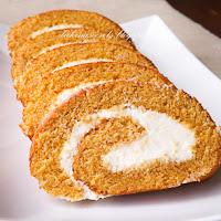 http://www.bakingsecrets.lt/2014/11/moliugu-vyniotinis-pumpkin-cake-roll.html