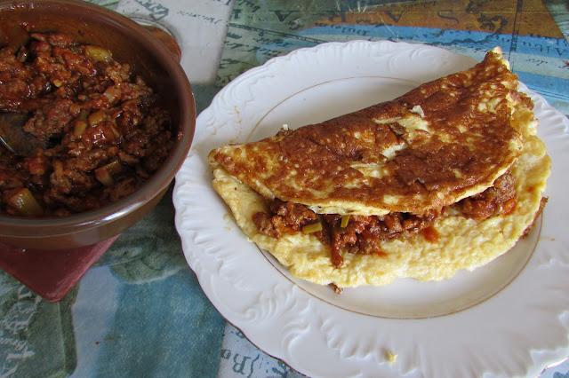 omlet z mielonym mięsem