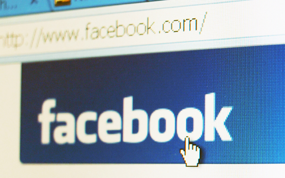 Facebook lets share social network posts at blogs now.
