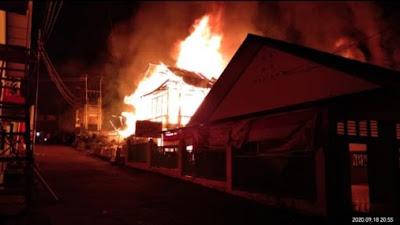 Delapan Bangunan Dekat Pasar Maninjau Terbakar