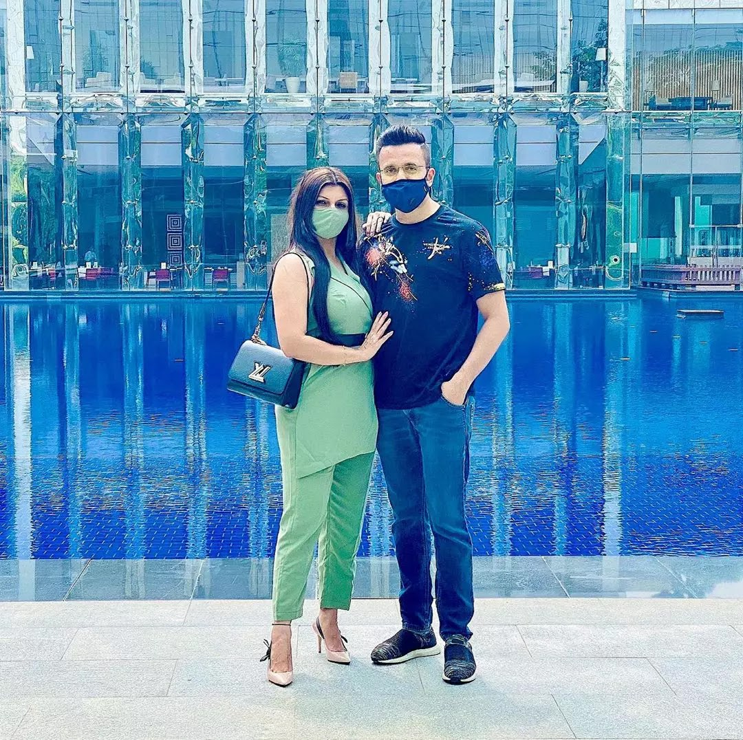 Sandeep Maheshwari couple pic