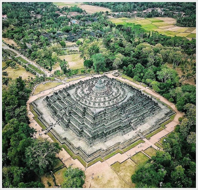 Borobudur temple is monumen and stupa complex in the word by unisco