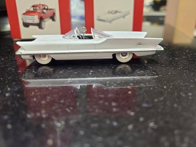 Hallmark Keepsake 1955 Lincoln Futura Concept Car Batmobile Christmas Tree Ornament