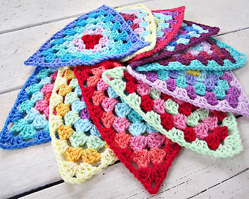 Granny Bunting Triangles - Crochet Tutorial