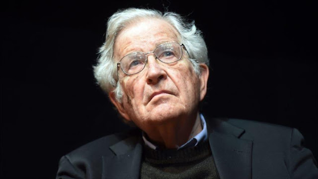 "Chomsky llama a eliminar ""plaga neoliberal y lógica capitalista"""